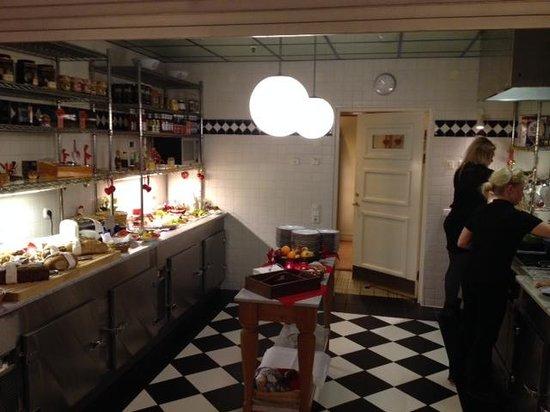 Master Johan Hotel : Kitchen