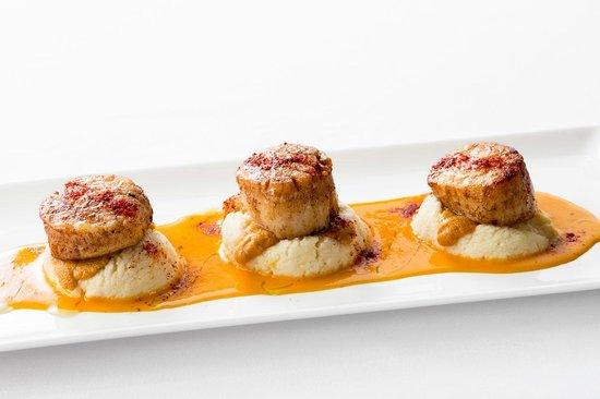 Applewood Inn : Pan Seared Diver Scallop, Mendocino Uni, Whipped Yukon Gold Potatoes, Saffron Butter, Piment D'E