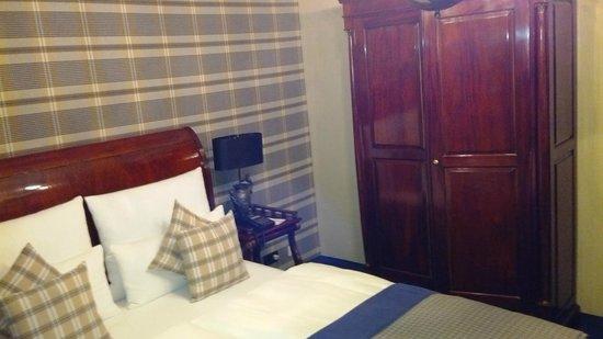 Windsor Hotel: Room 20 (second floor)