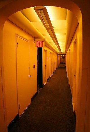 West Side YMCA: все эти двери - санузлы