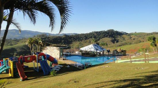 Alpes Fazenda Hotel: Vista da piscina externa