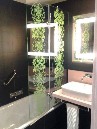 Double Tree Hilton  Hotel Girona: Lavabo