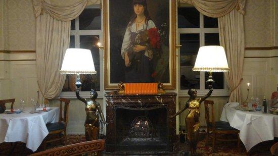 Romantik Hotel Du Parc: cheminée d'une des salles de restauration
