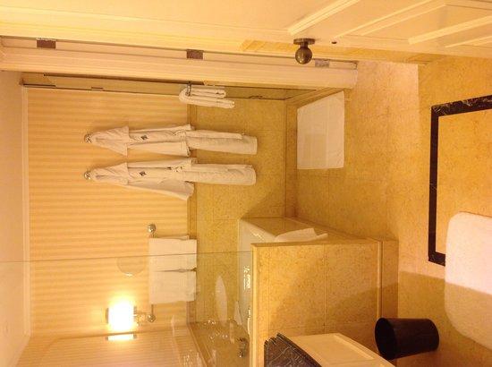 Four Seasons Hotel Shanghai: Bath