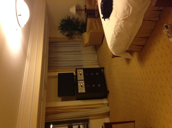 Four Seasons Hotel Shanghai: Luxury room