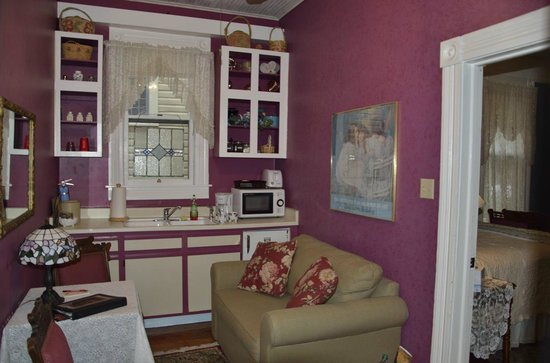 Brackenridge House Bed and Breakfast: Brackenridge House - Kitchen Area in Room
