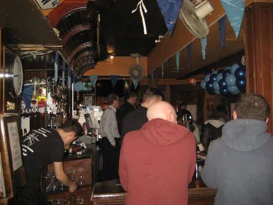 Doyle's Pub: Side of bar
