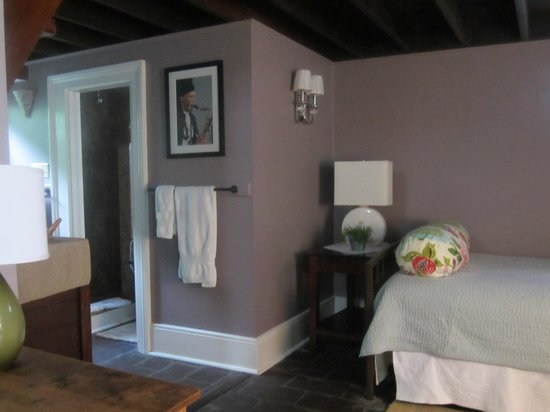 Chimes Bed and Breakfast: Carriage House, Room #1, day bed