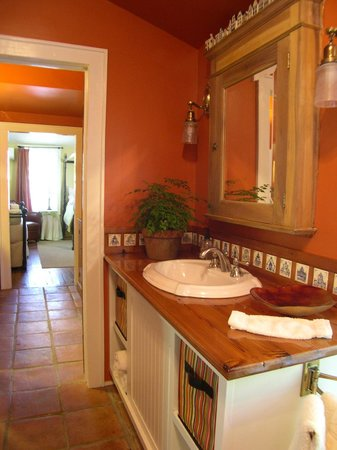 Chimes Bed and Breakfast: Bathroom, Room #2
