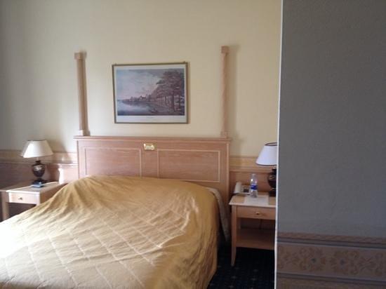 Orologio Hotel Ferrara: camera da letto