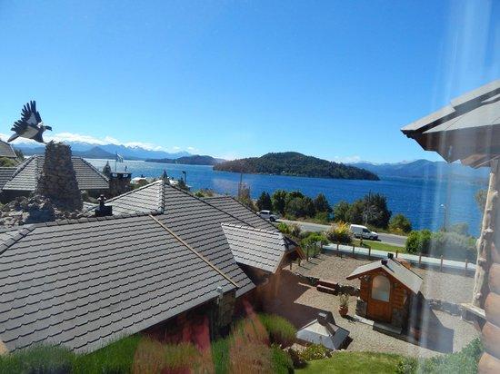 Nido del Condor Hotel & Spa: Vista del lago y montañas desde la habitación