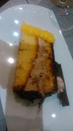 """Silken Al-Andalus Palace Hotel : tarta de chocolate, dura, dura y seca, no se pudo comer-""""a la carta"""""""