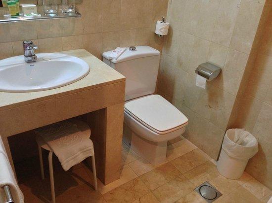 Hotel Derby Sevilla: Baño