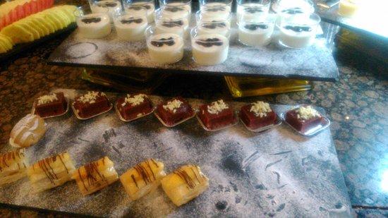 Silken Al-Andalus Palace Hotel : postre de buffet de cena