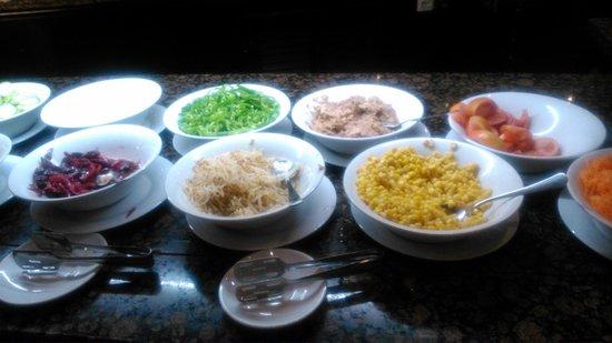 Silken Al-Andalus Palace Hotel : vaarias ensaladas en buffet cena