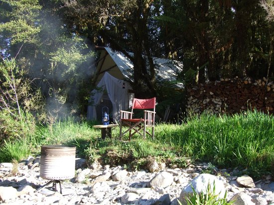 Hurunui Jacks : View of the luxury tent from the river side.
