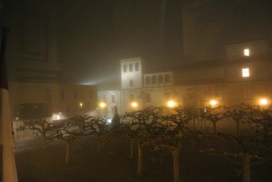 Parador de Zamora: Vista nocturna entre la niebla desde la habitación