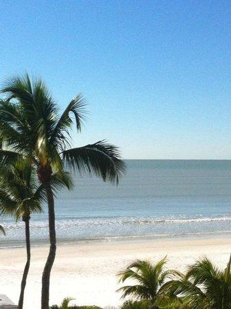 Sandpiper Gulf Resort: View of the beach from balcony