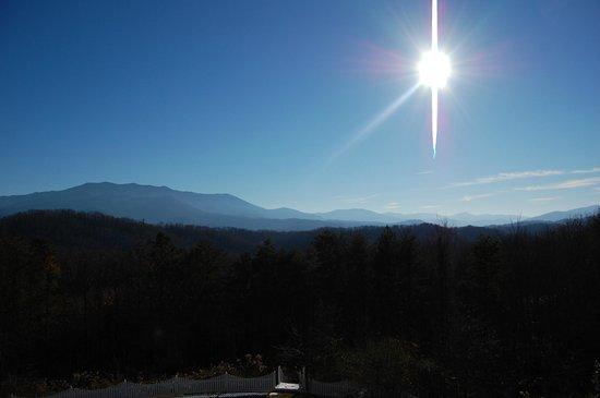 Hippensteal's Mountain View Inn: Mountain view