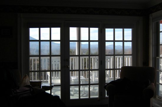 Hippensteal's Mountain View Inn: The view from our bed