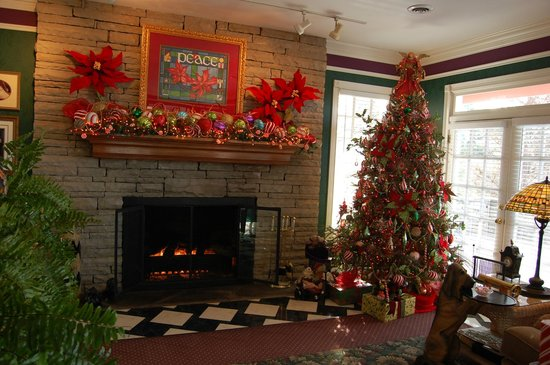 Hippensteal's Mountain View Inn: Sitting area with Christmas tree