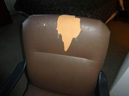 Staybridge Suites Columbus Ft. Benning: Nasty desk chair