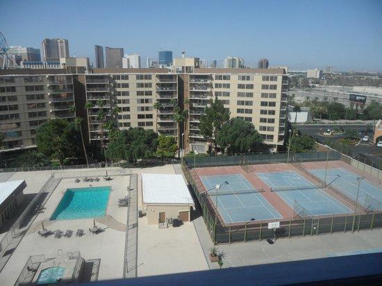 Wyndham Grand Desert: Vista desde la ventana del hotel!