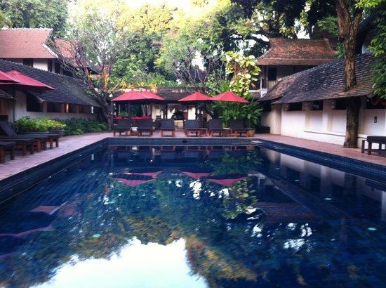 Tamarind Village: Depuis le restaurant sur la piscine