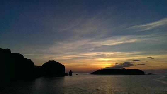 Mullion Cove Coastal Retreat: Sunset over Mullion Cove