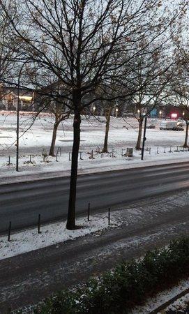 prizeotel Bremen-City: Vista desde la habitacion al recinto ferial.