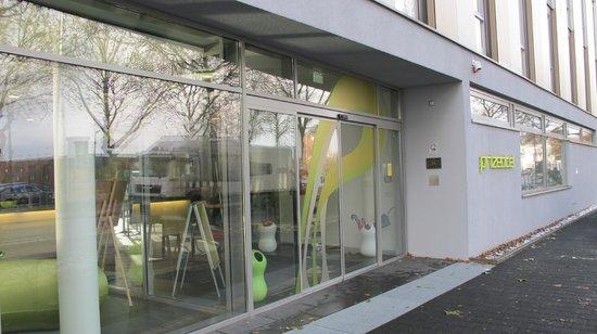 prizeotel Bremen-City: Entrada principal al hotel