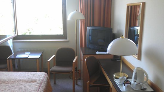 Mercure Jelenia Gora: Had to open window (no A/C), note the ashtray