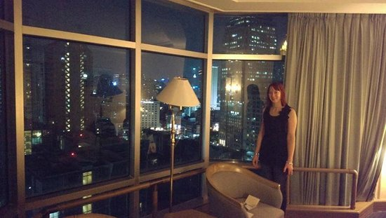 Hotel Windsor Suites & Convention Bangkok: View from the room at night.