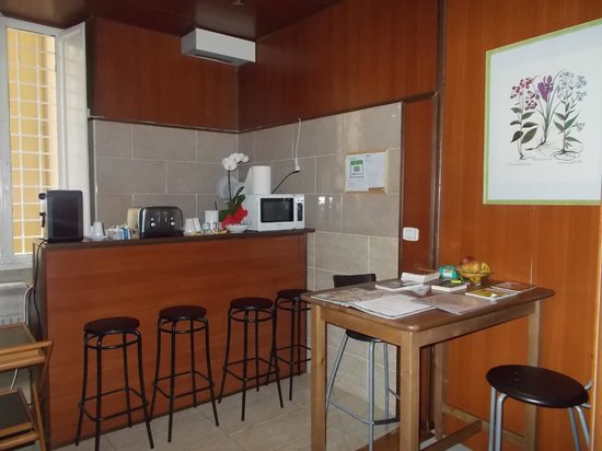 Houspitality Flowers B&B: kitchen / common area