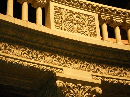 Stanford University: Memorial Church: sandstone carving