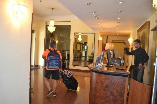 California Hotel: all`uscita