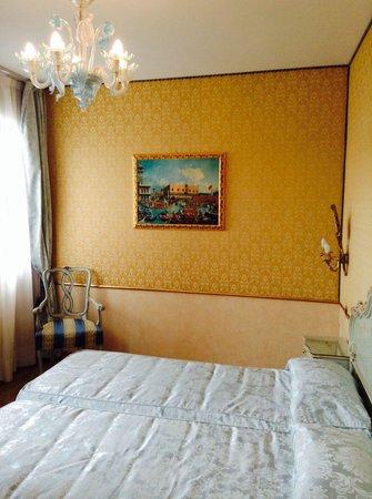 HOTEL OLIMPIA Venice: The room