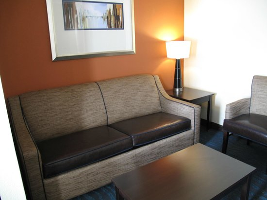 BEST WESTERN PLUS Columbia North East: sitting area