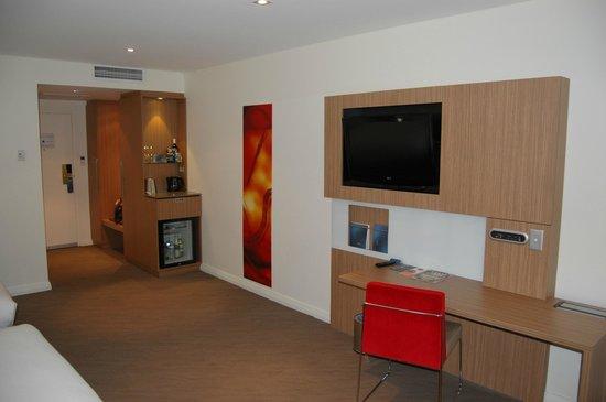 Novotel Sydney Rooty Hill: Inside Room
