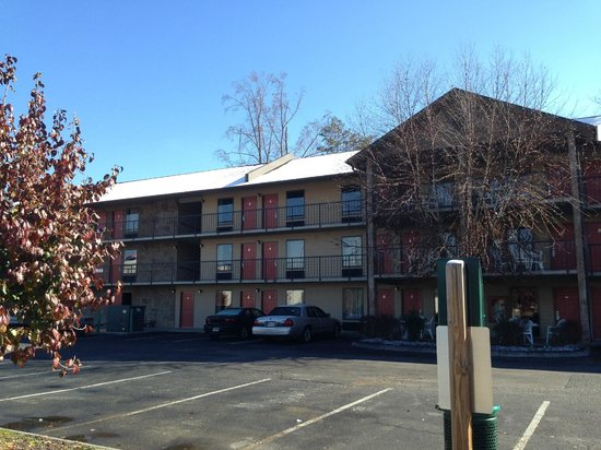 Ramada Pigeon Forge South: Outside Hotel