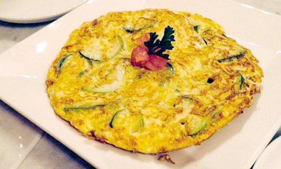 La Gamba Restaurant : TORTILLA DE CALABACÍN Y CEBOLLA (Zucchini omelette)