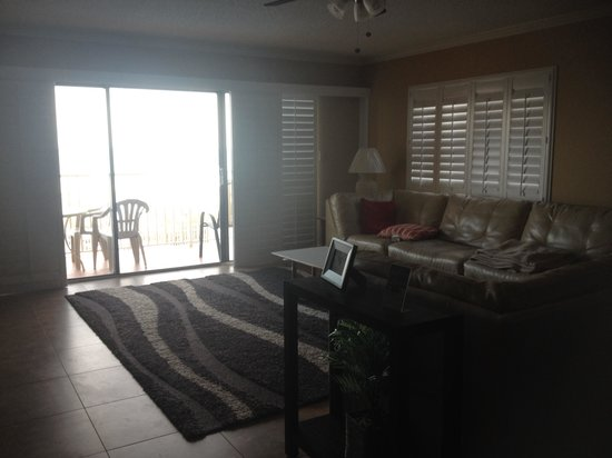 Sand Dollar Condominiums : Living room