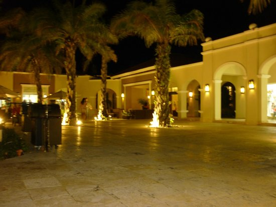 Now Larimar Punta Cana : plaza del hotel