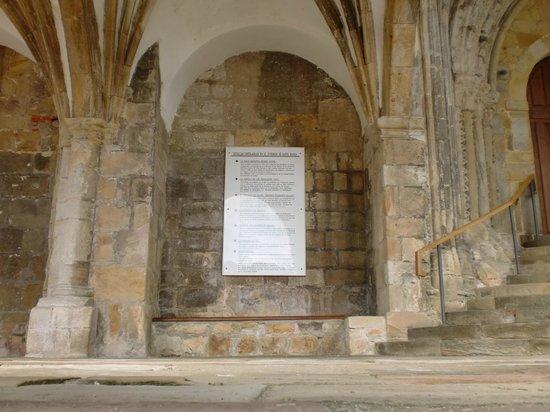 Puebla Vieja de Laredo: PORTAL DE ACCESO