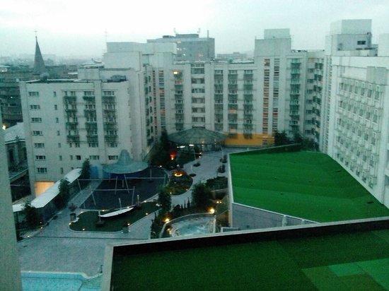 Radisson Blu Hotel Bucharest: View from room overlooking courtyard/garden area