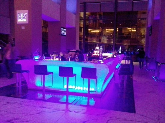 Radisson Blu Hotel Bucharest: Spectacular layout of floors and public areas