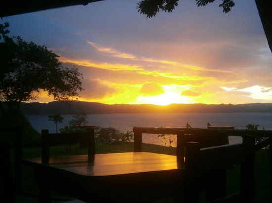 Restaurant by the Lake Tinajas Arenal: Eat healty and Enjoy the View