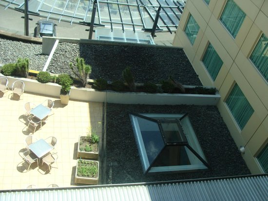 Novotel Hamilton Tainui: Terrace below room