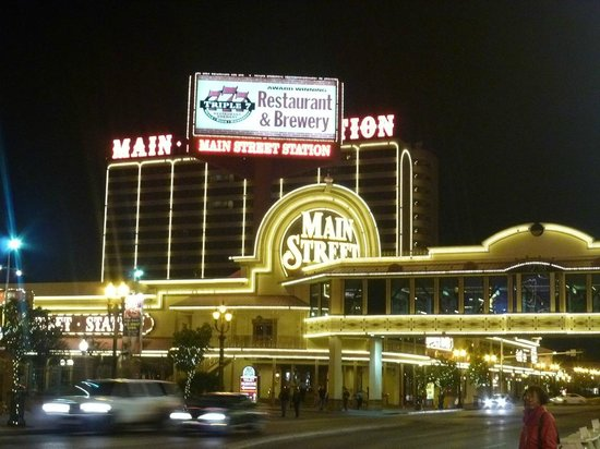 Main Street Station Hotel & Casino: 夜のホテル