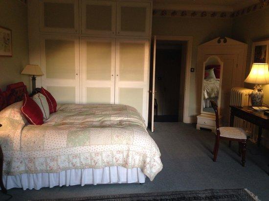 Farthings Country House Hotel and Restaurant : Large bed space